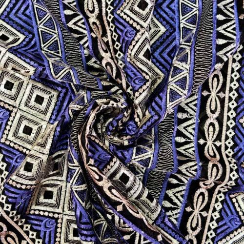 Voile noir broderies ethniques blanches et violettes