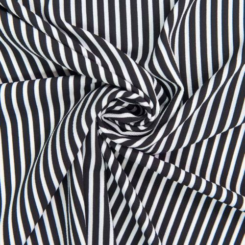 Tissu crêpe à rayures blanches et noires