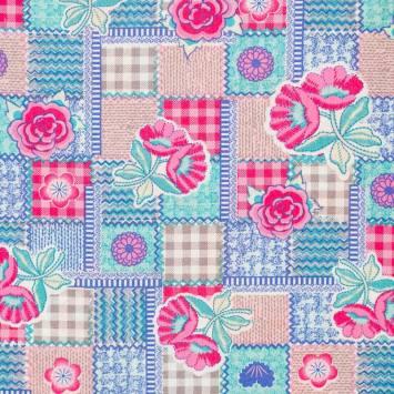 Popeline de coton rose, bleue et verte motif patchwork et fleurs