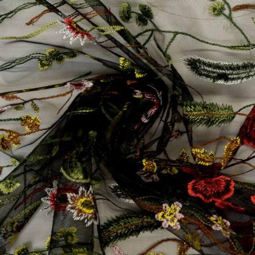 Tulle noir à borderies champêtres