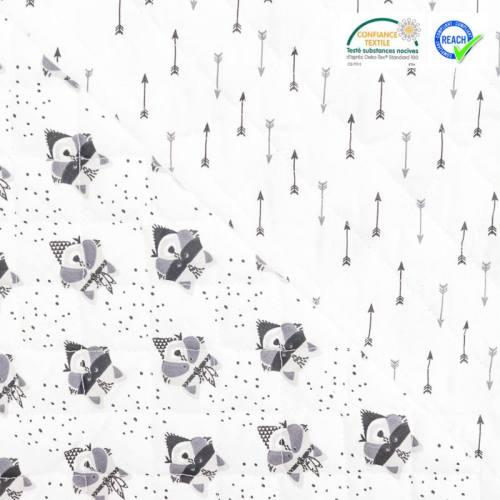 Tissu matelassé enfant réversible motif raton laveur gris