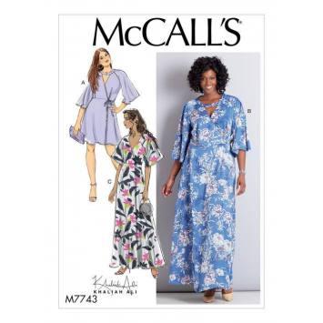 Patron McCall's M7743 : Robes 46-52