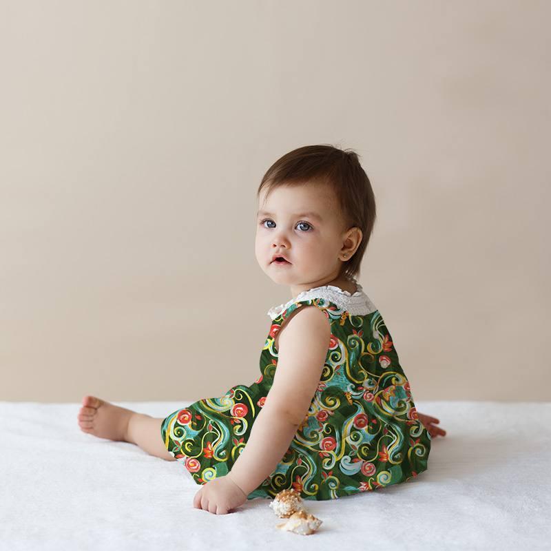 Satin duchesse vert motif fleurs et arabesques