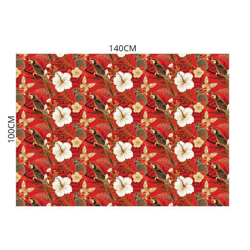 Velours ras rouge motif perroquets et fleurs blancs noirs et or