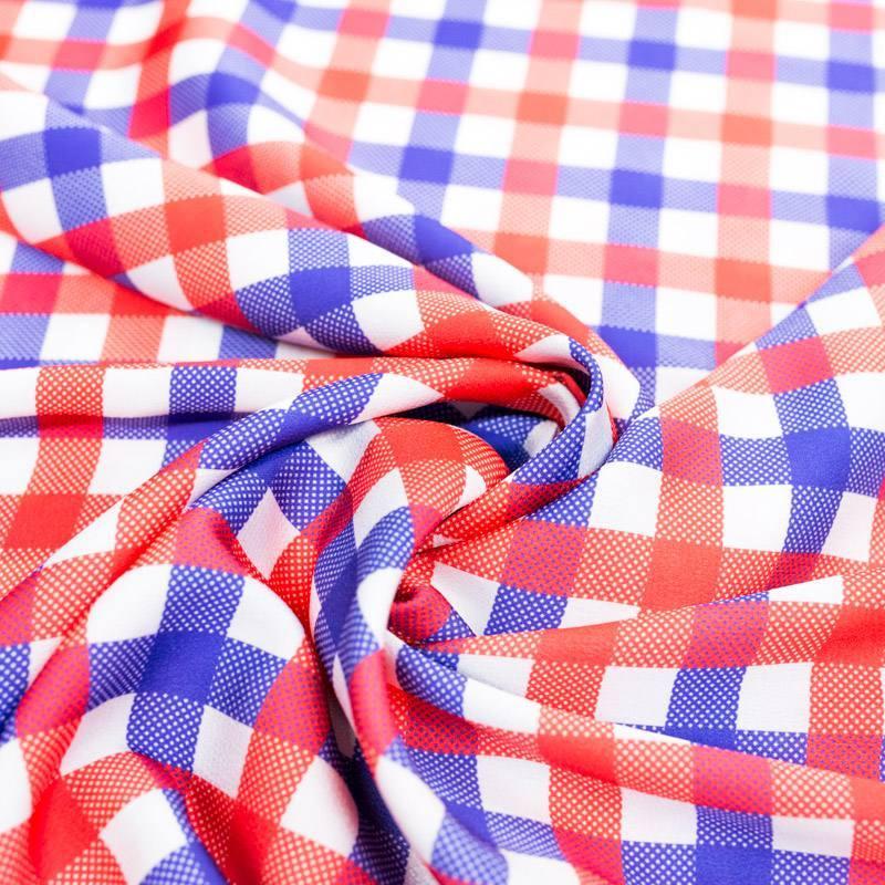 Satin blanc imprimé carreaux style vichy rouge et bleu