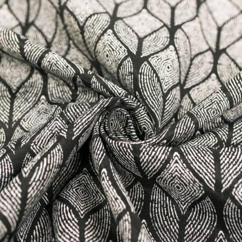 Jacquard noir motif géométrique ethnique blanc cassé
