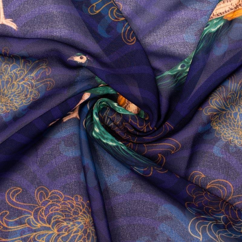 Mousseline crêpe bleu foncé imprimée paon et fleur asiatique