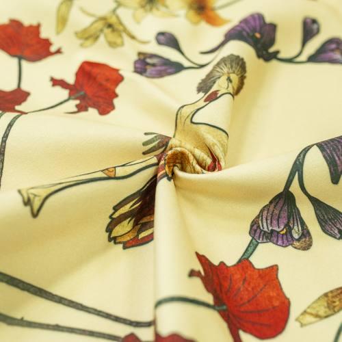 Velours ras vanille imprimé grue royale et fleurs ocre, rouges et violettes