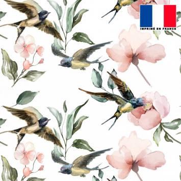Mousseline écrue motif hirondelle rose pêche