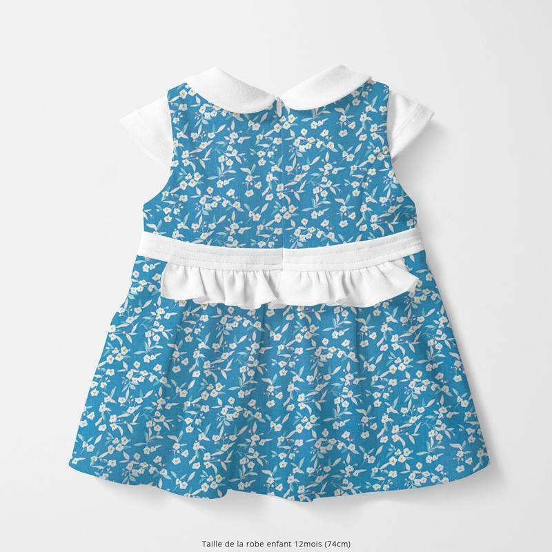 Popeline de coton bleu clair motif flower blanche Oeko-tex