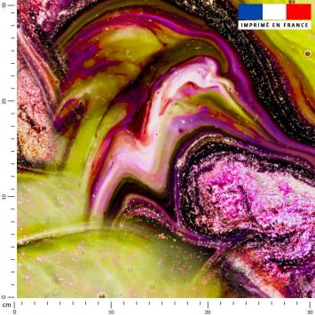 Magma jaune et poudre brillante rose - Fond noir
