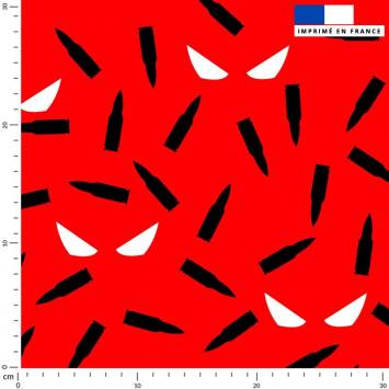 Masque noir - Fond rouge