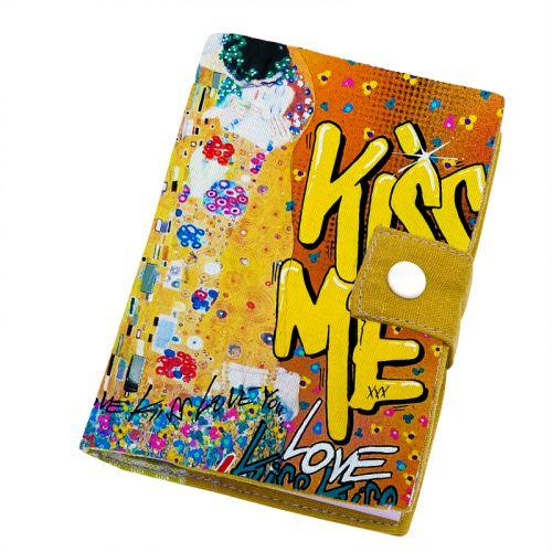 Patron imprimé pour protège carnet de santé motif graffiti kiss me - Création Alex Z