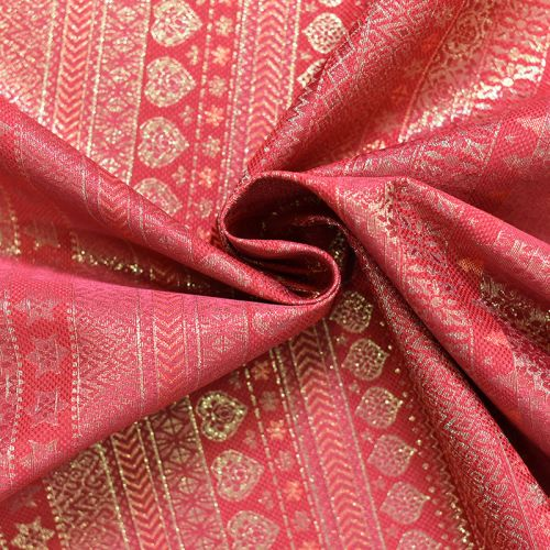Jacquard rouge motif hiver scandinave doré