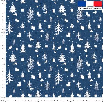 Sapin de Noel et cadeau blanc - Fond bleu