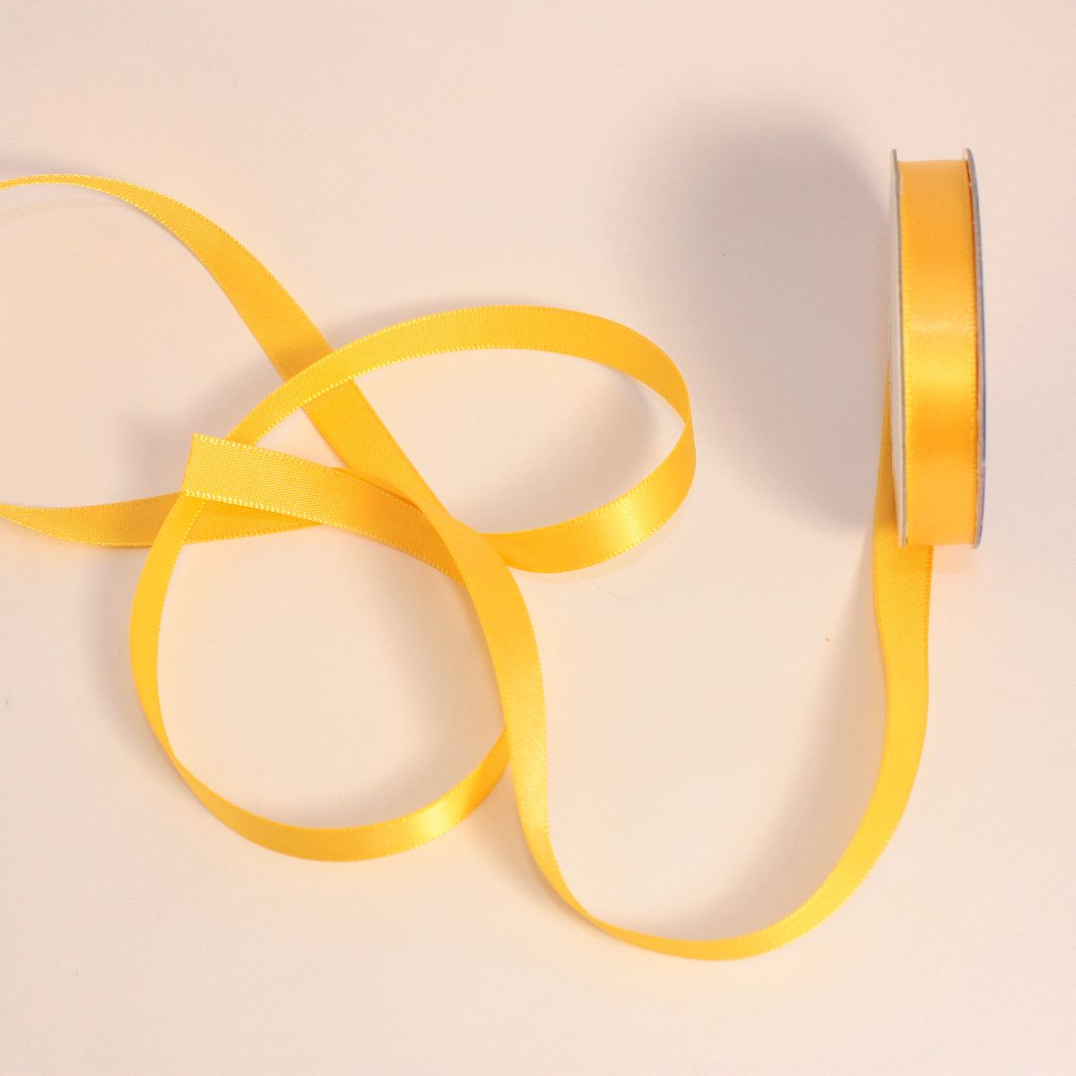 Ruban satin en bobine jaune blé 9 mm
