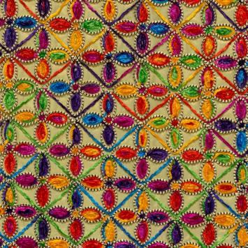 Tissu brodé doré motif folklorique et géométrique
